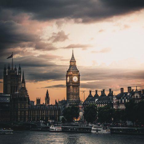 parlementsgebouw in Londen met zicht op Bij Ben