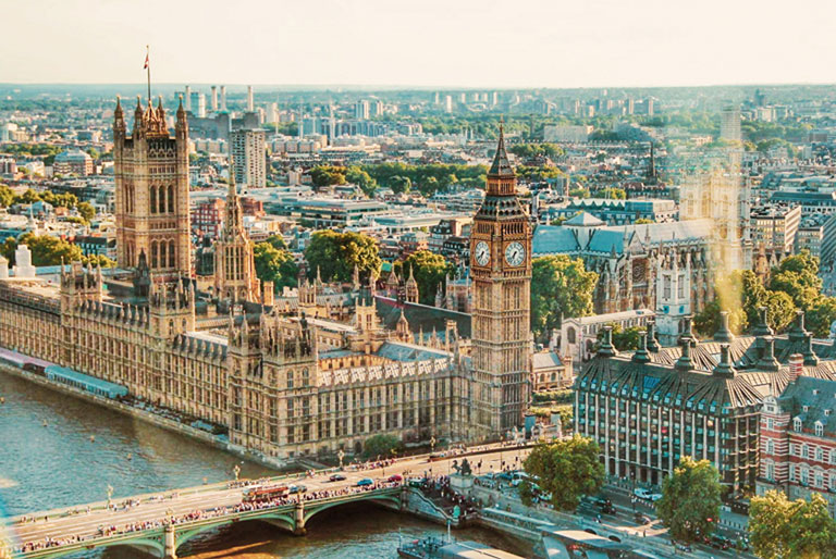 foto van bovenaf van het Parlementsgebouw in Londen en de Big Ben
