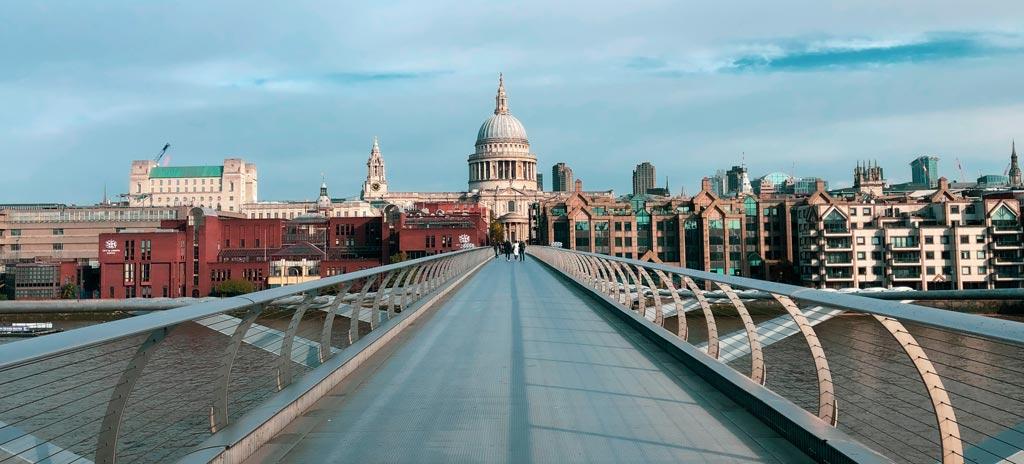 St Paul's Cathedral gezien vanaf Millennium Bridge